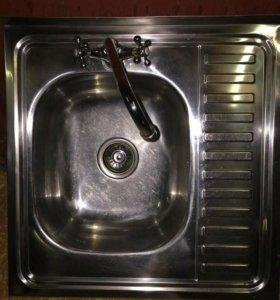 Мойка кухонная со сместителем