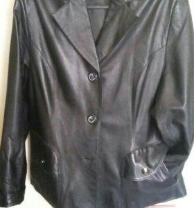 Куртка кожанная женская 56 р.