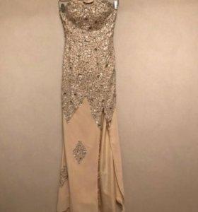 Платье в пол со шлейфом