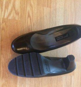 Туфли чёрные на 39 р.