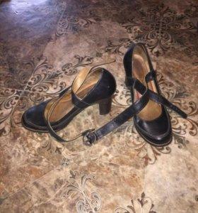 Туфли с хлястиками