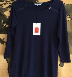 Темно-синяя блузка
