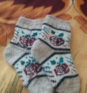 Детские носочки из шерсти.