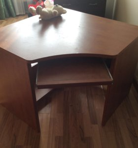 Стол для школьников и компьютера