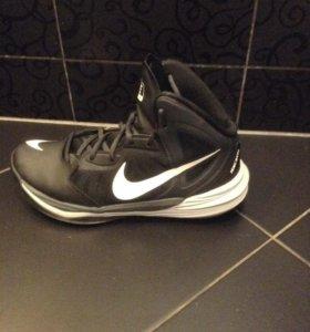 Кроссовки   молодежные б/у оригинал Nike (40размер