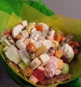 Вкусный букет из воздушных сладостей