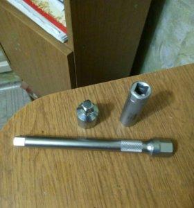 Свечной ключ на 14 мм с удлинителем