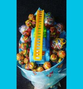 Букетики из киндер и сладостей