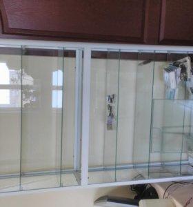 Витрина стеклянная с дверцами