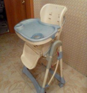Детский стульчик для кормлении