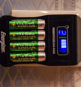 Зарядное устройство + 8 аккумуляторов