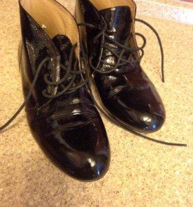 Женская - лаковая обувь. Демисезонная.