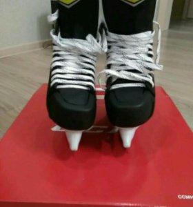 Коньки хоккейные CCM SK 1092 SR 42 р.