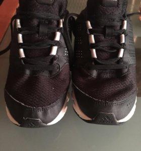 Кроссовки adidas 34 размер в хорошем состоянии