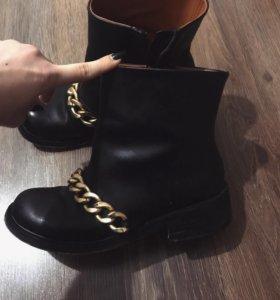 Натуральные кожаные ботинки Живанши