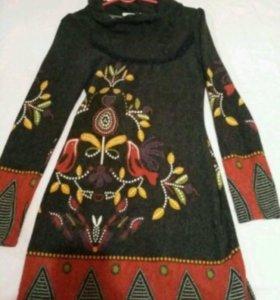 Шерстяное расписное платье