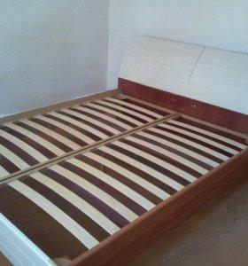 Кровать двухспальная+прикроватная тумбочка