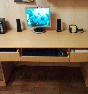 Двухместный  письменный стол в хорошем состоянии