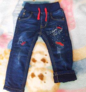 джинсы на малышку 6-9 месяцев.