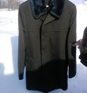 Новое зимнее пальто для военнослужащего
