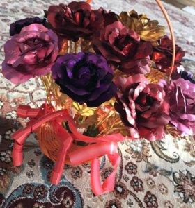 Золотые розы в корзине