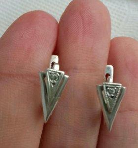 Серебряные сережки с английским замком