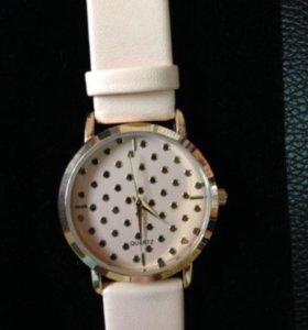 Кварцевые часы новые