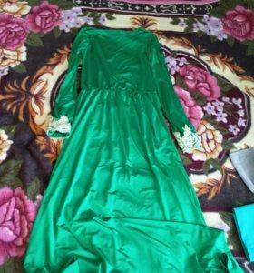 Платья 42размер по 500