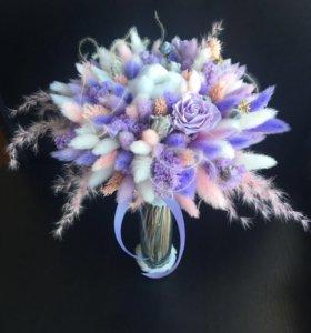 Букетик из сухоцветов в вазочке