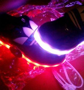 Новые светящиеся кроссовки с usb
