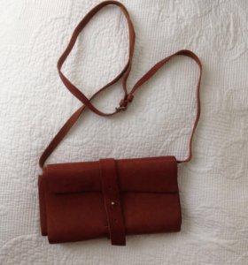 Кожаная сумка-кошелёк на ремешке коричневая