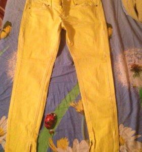 Штаны желтого цвета