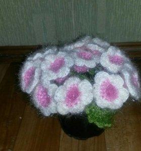 Цветы вязанные и лебеды .