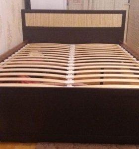 Двуспальная кровать без матраса 140/200