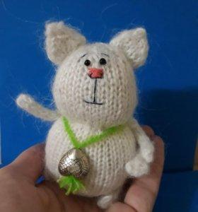 Белоснежный котик ручной работы
