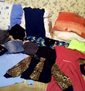 Платья, брюки, кофты 42-44 р-р