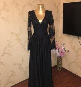 Вечернее платье в пол .