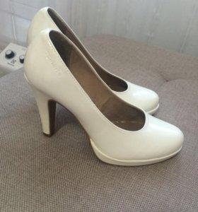 Туфли белые Tamaris