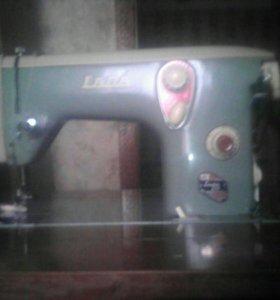 Швейная машинка LADA2
