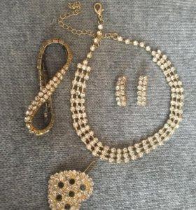 Комплект украшений: колье, серьги, браслет,заколка