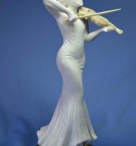 Скульптура «скрипачка»