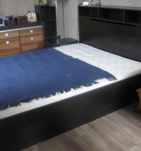 кровать с матрацем