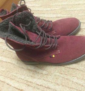Замшевые ботинки новые