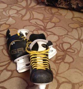 Хоккейные коньки (40 размер)