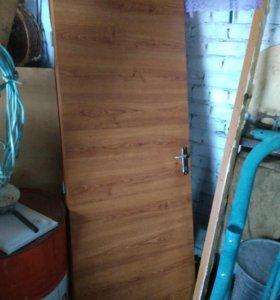 Дверь с косяком входная деревянная