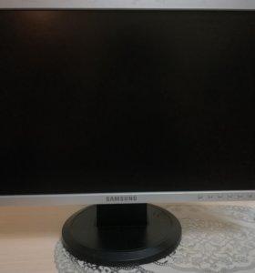 Монитор Samsung и Wi-Fi роутер
