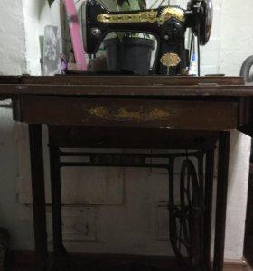 Продам швейную машинку ножная рабочая до30х годов