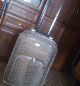 чемодан на колёсиках