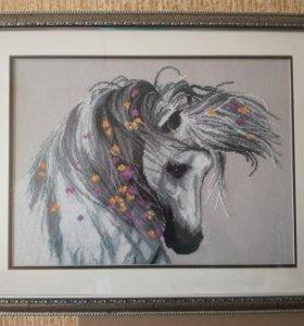"""Картина """"Лошадь в цветах"""" вышита крестиком"""