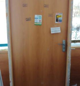 Дверь входная с косяком замком б.у.